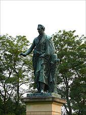 Denkmal in Neustrelitz (Quelle: Wikimedia)