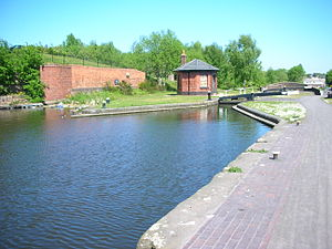 BCN Main Line - Image: Octagonal BCN canal Toll house at Smethwick top lock