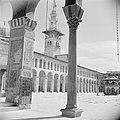 Omayaden moskee, de noordzijde van het voorplein met een minaret, Bestanddeelnr 255-5902.jpg