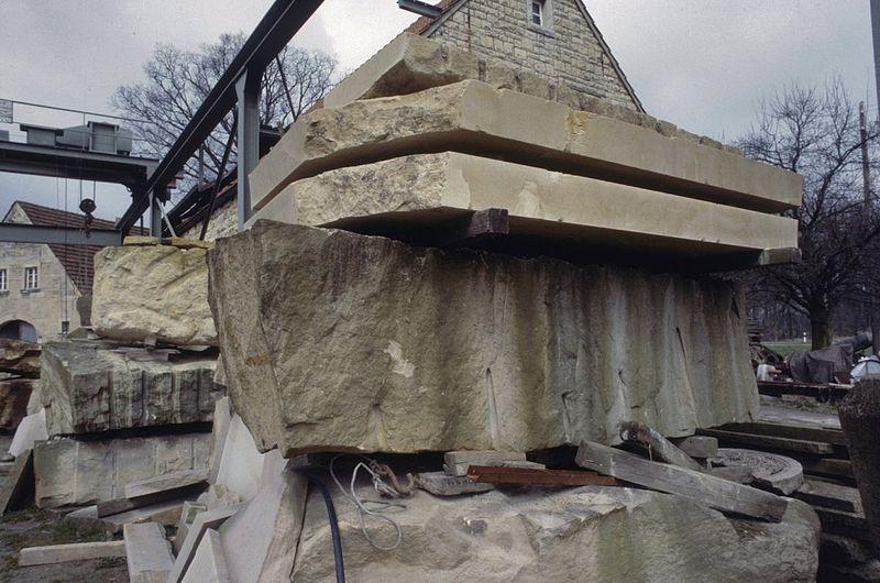 File:Opslagplaats met blokken en platen natuursteen, gelegen in Munsterland, in de omgeving van de plaats Havixbeck - Unknown - 20379766 - RCE.jpg