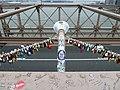 Padlocks on Brooklyn Bridge (11654041914).jpg