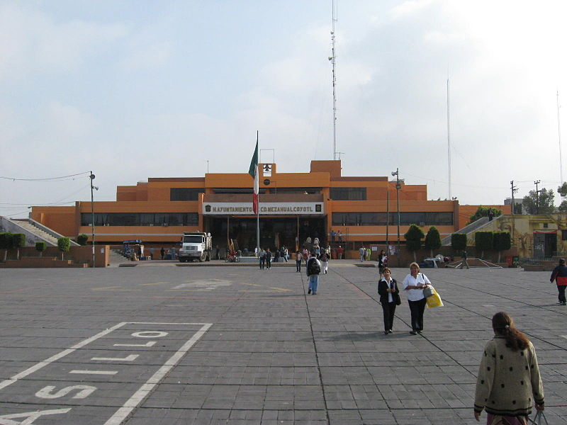 https://upload.wikimedia.org/wikipedia/commons/thumb/d/d8/PalacioMunicipalCdNeza.JPG/800px-PalacioMunicipalCdNeza.JPG