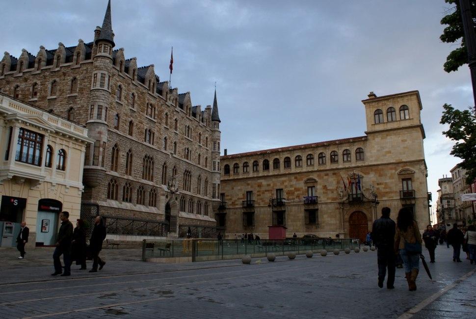 Palacio de los Guzmanes y Casa Botines