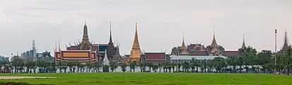 Pano view of Wat Phra Kaew (II).jpg