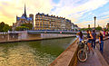 Paris seen from Ile de Saint Louis, 2010.jpg