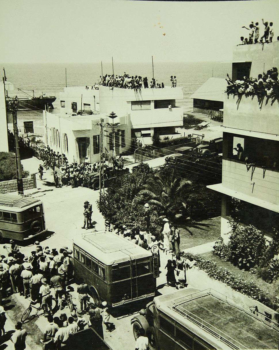 Parita at Tel Aviv Beach H ih 042