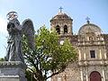 Parroquia de Santiago Apóstol con ángel.JPG