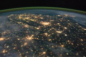 Fil:Pass over Canada and Central United States at Night.ogv