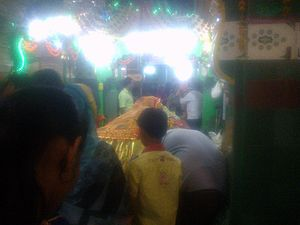 Hazrat Turabul Haq Dargah - Image: People waiting for turn