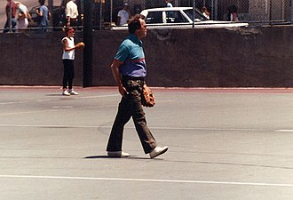 Peter Jennings - Peter Jennings playing center fielder at a recreational softball game in San Francisco during the 1984 Democratic National Convention.