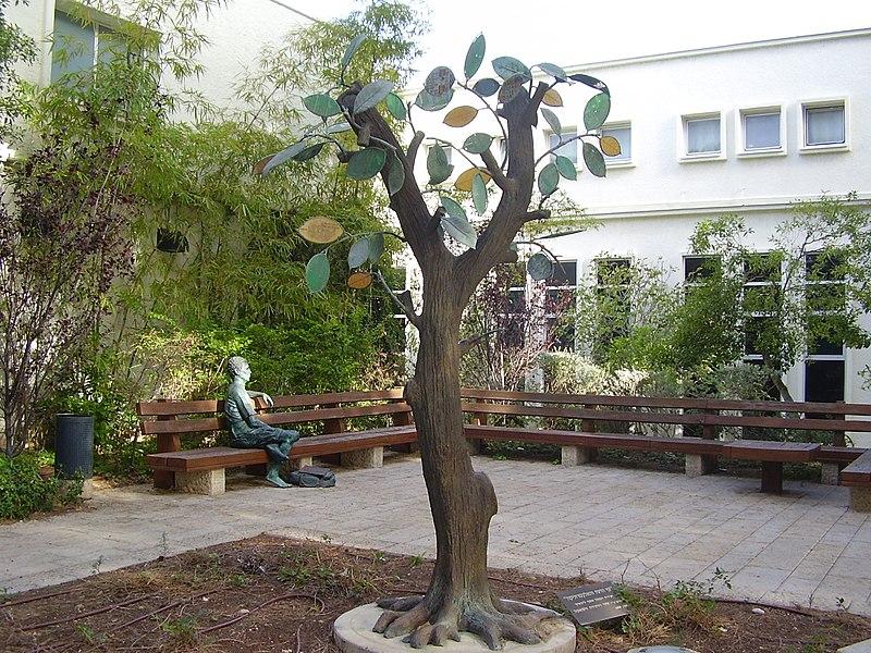 """הפסל """"עץ הדעת והאלקטרוניקה"""" בטכניון"""