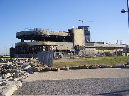 The site of the 2001 Tel Aviv Dolphinarium discotheque massacre, in which 21 Israelis were killed. PikiWiki Israel 19099 ruins of tel aviv dolphinarium.JPG