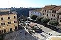 Pitigliano, veduta della piazza da palazzo orsini 01.jpg