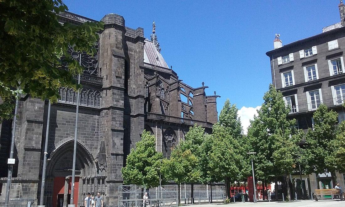 Place de la Victoire - portail cathédrale.jpg