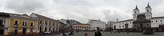 Plaza de San Francisco en Centro histórico de Quito, Ecuador