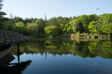 Pond in Japanese garden (8721024145).jpg