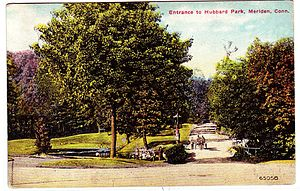 Hubbard Park (Meriden, Connecticut) - Entrance to the park (from a 1913 postcard)