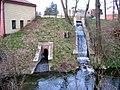 Práče, výtok z rybníčku do Botiče.jpg