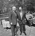 Premier Mintoff van Malta in ons land, premier Den Uyl en premier Mintoff posere, Bestanddeelnr 927-1521.jpg
