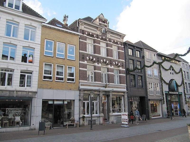 http://upload.wikimedia.org/wikipedia/commons/thumb/d/d8/RM520539_Roermond_-_Neerstraat_22.jpg/800px-RM520539_Roermond_-_Neerstraat_22.jpg