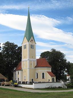 Rappoltskirchen; katholische Pfarrkirche St. Stephanus, im Kern spätgotischer Saalbau mit eingezogenem Chor und Spitzhelmturm, spätromanischer Turmunt...