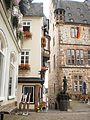 Rathaus und Marktplatz Marburg mit Blick auf Ratsschänke an Treppe zum Hirschberg vom Weltladen 2016-07-17.jpg
