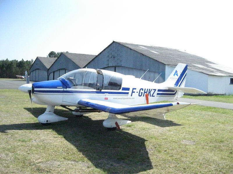 Robin DR400-120 sur l'aérodrome d'Andernos (Gironde, France)
