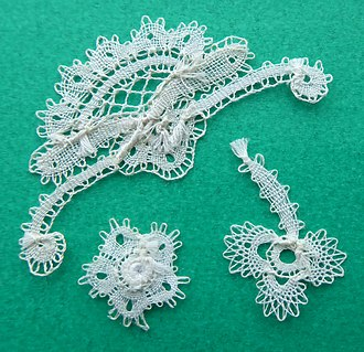 Rosaline lace - unlike tradition all bundles on the back