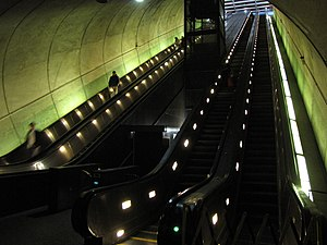 Rosslyn station - Image: Rosslyn Escalators (full)