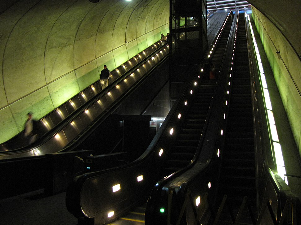 Rosslyn Escalators (full)