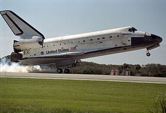 STS-95 - STS-95 lands at the Shuttle Landing Facility, 7 November 1998.
