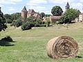 Saint-Chamassy - Manoir du XVe siècle et église.JPG