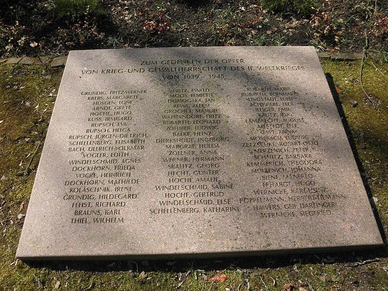 File:Sangerhausen Bombenopfer 1945.JPG