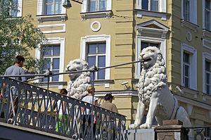 Bridge of Four Lions - Modern view of the lion sculptures