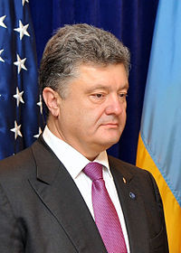 Secretary Kerry Shakes Hands With Ukrainian President-elect Poroshenko Before Meeting in Warsaw 03.jpg