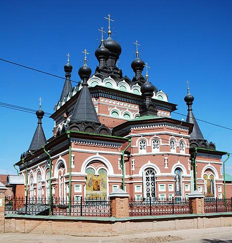 https://upload.wikimedia.org/wikipedia/commons/thumb/d/d8/Serafim_Sarovsky_cathedral.JPG/458px-Serafim_Sarovsky_cathedral.JPG