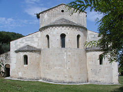 Serramonacesca chiesa benedettina 05