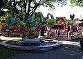 Sezimovo Ústí, Husovo náměstí, zábavní atrakce.jpg