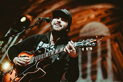 Picture of a band or musician: Shakey Graves