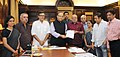 Shri Shyam Benegal submitting the report on Holistic interpretation of Cinematograph Act to the Union Minister for Finance, Corporate Affairs and Information & Broadcasting, Shri Arun Jaitley, in New Delhi.jpg