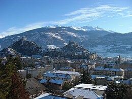 Vue sur la ville de Sion, on peut apercevoir Valère et Tourbillon en arrière-plan