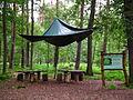 Sitzgruppe mit Schutzplane Wildpark Klein-Auheim Juni 2012.JPG