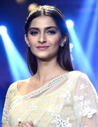 Sonam Kapoor - Sonam Kapoor walks the ramp at IIJW 2014 Finale