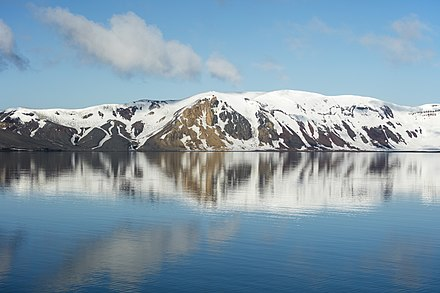 Looking WSW from the center of the caldera South Shetland-2016-Deception Island-Caldera wall reflection (WSW).jpg