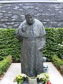 St.-marien-dom-hamburg-johannes-paul-II-statue-frontal.JPG