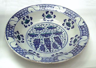 Fritware - Fritware dish with grape design, Iznik pottery, Turkey, 1550-70. British Museum.
