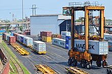 Straddle carrier from Port of Chittagong (05).JPG