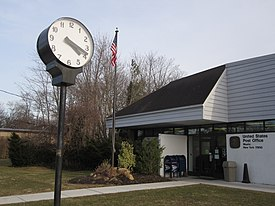 Street clock at Mastic Post Office.JPG