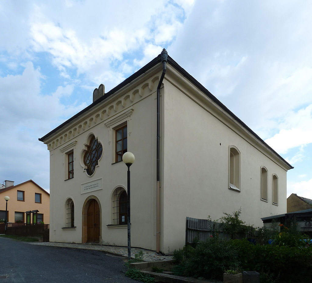 Synagogue in Úsov 01.jpg