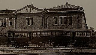 https://upload.wikimedia.org/wikipedia/commons/thumb/d/d8/Taiwan_Railway_Kiha_200_medium-sized_petroleum-powered_railcar_by_Kawasaki_Heavy_Industries.jpg/320px-Taiwan_Railway_Kiha_200_medium-sized_petroleum-powered_railcar_by_Kawasaki_Heavy_Industries.jpg